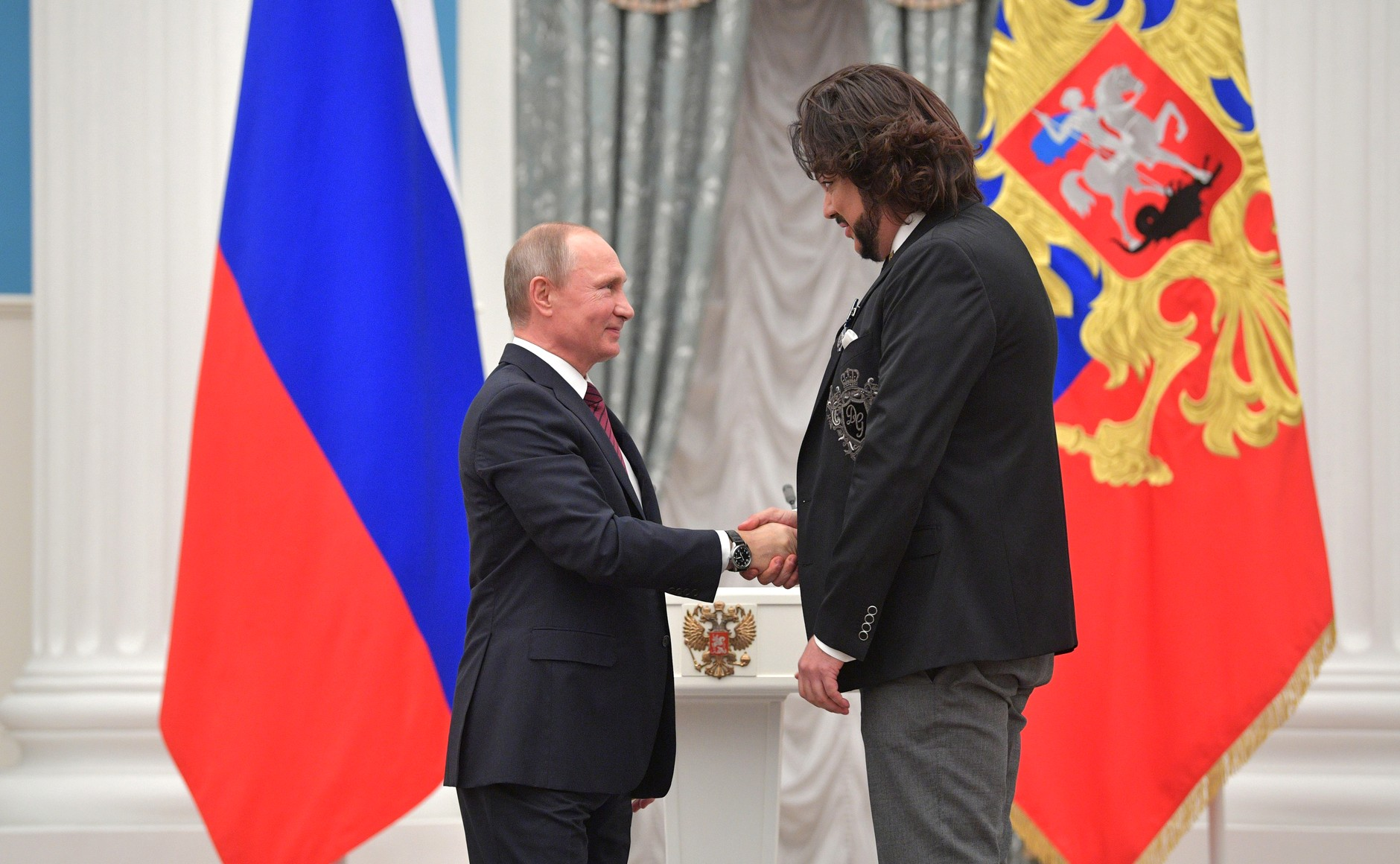 Vladimir_Putin_and_Philipp_Kirkorov_(2017-11-15)