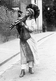 Women_at_work_during_the_First_World_War_Q30759